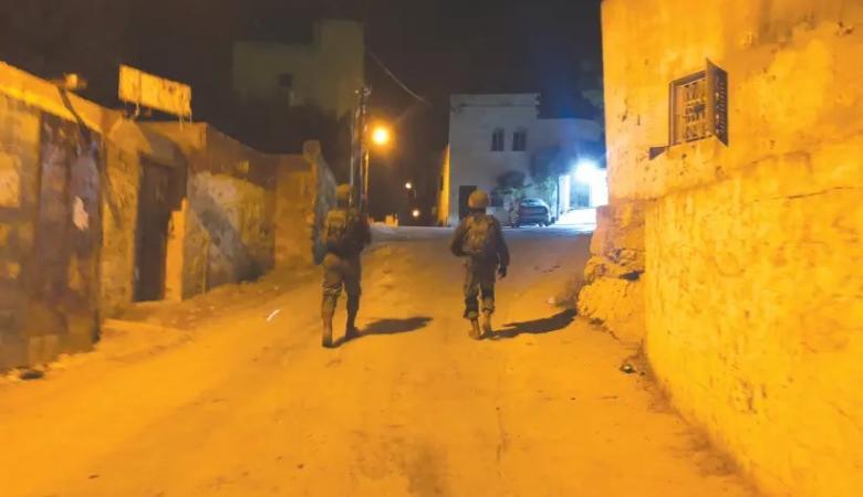 قوات الاحتلال تكسر قدم فتى فلسطيني بعد الاعتداء عليه في نابلس