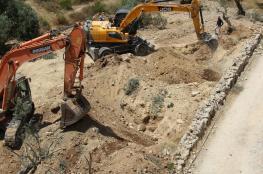جرافات الاحتلال تقتلع عشرات اشجار الزيتون غرب بيت لحم