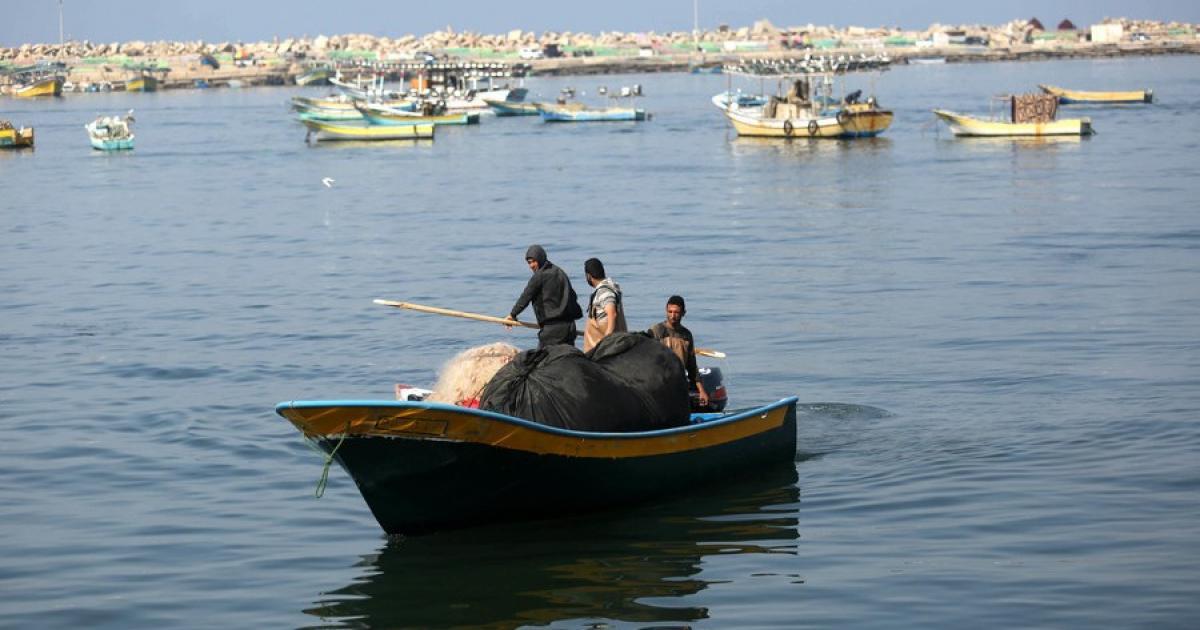 الاحتلال يطلق النار على المزارعين ويستهدف الصيادين في قطاع غزة