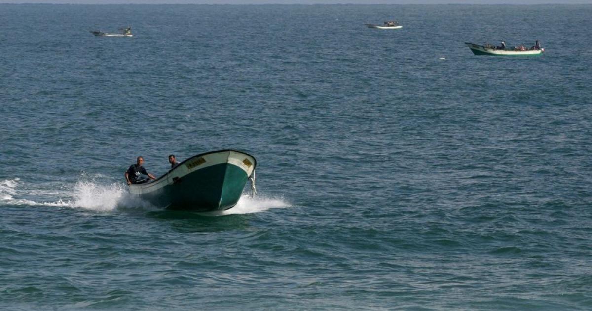 زوارق الاحتلال تهاجم مراكب الصيادين قبالة بحر غزة