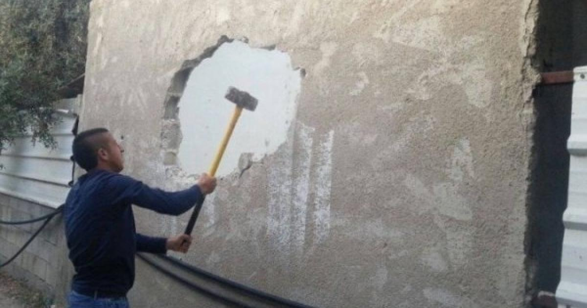 الاحتلال يجبر مواطنا على هدم غرفة سكنية جنوب القدس المحتلة