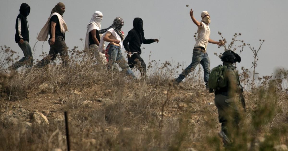 المستوطنون يهاجمون قرية عينابوس جنوب نابلس
