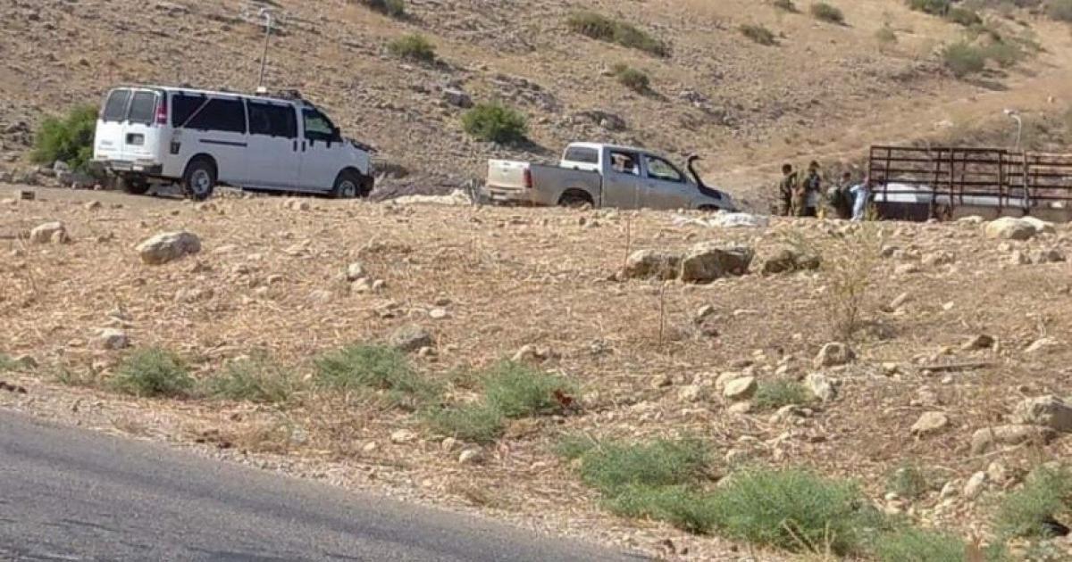 الاحتلال يخطر مواطنا بإزالة سياج من أرضه بالأغوار الشمالية