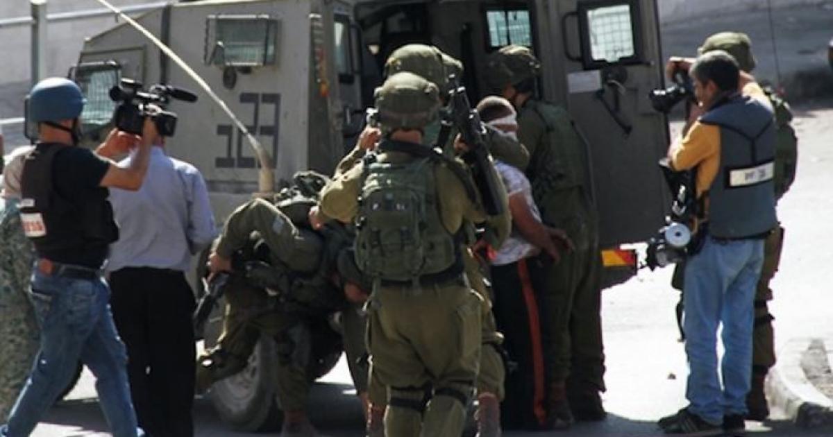 الاحتلال يعتقل 3 مواطنين شمال رام الله