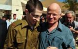 والد الجندي الاسرائيلي جلعاد شاليط