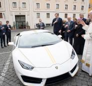 البابا يبيع سيارة لامبورجيني لبناء بيوت دمرها داعش