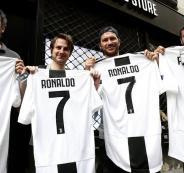 نفاذ قمصان رونالدو من متاجر النادي