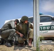 المستوطنين والجيش الاسرائيلي في غلاف غزة