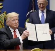 مرسوم الرئيس الامريكي ترامب بشأن الهجرة يدخل حيز التنفيذ