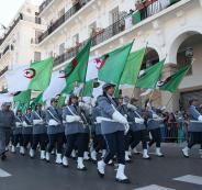 رفع علم الجزائر في فرنسا