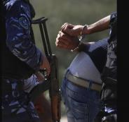 مجهولون يعتدون على صاحب محل تجاري بالعصي والهراوات في الخليل
