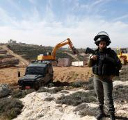 جرافات الاحتلال تهدم منزلا في قلنسوة