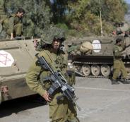 جندي لبناني يلوح بالسلاح بوجه جندي اسرائيلي
