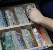 نقل اموال من حماس قطاع غزة الى الضفة الغربية
