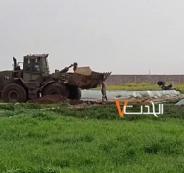 جرافة اسرائيلية تنكل بجثة مواطن جنوب قطاع غزة