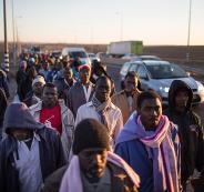 عراك بين إسرائيليين مؤيدين ومعارضين لطرد 38 أفريقي من دولة الاحتلال