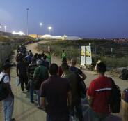 الاحتلال يحرم 70 ألف عامل من العمل يوم غدٍ الأحد