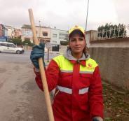 عاملة نظافة مغربية