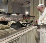 بابا الفاتيكان يصلي على روح راهب يعتقد أنه