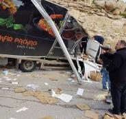 اصابة مواطنين في حادث سير شرق القدس
