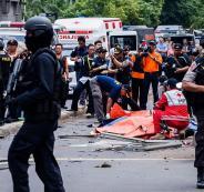 أسرة كاملة من زوج وزوجة وأطفالهما يشنون هجوم انتحارياً في اندونيسيا