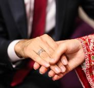 عروسان يتبرعان باموال زفافهما الى مستشفى نابلس