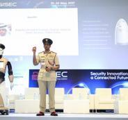 دبي تعلن رسمياً عن انضمام أول شرطي