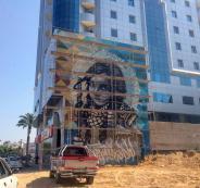 لوحة اعلانات للوطنية موبايل على برج الشيخ في غزة