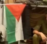 رفع العلم الفلسطيني في قاعدة للجيش الاسرائيلي