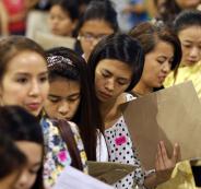 الرئيس الفلبيني يلغي حظر إرسال العمالة إلى الكويت