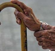 مسن مصري عمره 73 عاما يدرس الإعدادية مع حفيده وينوي التخرج من كلية الحقوق