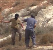 مستوطنون بحماية من جنود الاحتلال يعتدون على متضامين أجانب جنوب الخليل