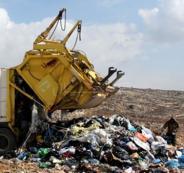 ضبط شاحنة نفايات خطرة اسرائيلية في الخليل