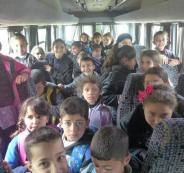 ضبط حافلة نقل طلاب بحمولة زائدة بلغت 18 طالب في الخليل