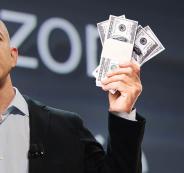 اغنى رجل في العالم يطلب تبرعات