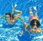 رائحة البول في حمامات السباحة