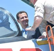 بالصور .. الأسد لأول مرة يزور القاعدة الروسية ويتفقد معدات الحرب بنفسه