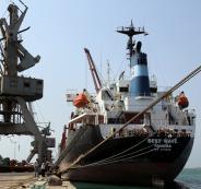 وصول أول سفينة مساعدات إنسانية غذائية إلى اليمن