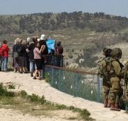 صمود مواطن يجبر مستوطنين على إخلاء خيمتهم وبرج عسكري في بيت لحم
