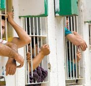 إصابة سجان إسرائيلي بزعم طعنه من قبل أسير في سجن