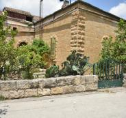 بلدية رام الله تحمى منزلا اثريا من الهدم