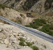 صيانة طريق وادي الباذان