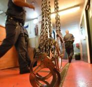 الاسرى في السجون والمعتقلات