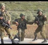 جندي اسرائيلي يقفز فرحا بعد ان اطلق النار على فلسطيني