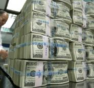 واشنطن ترسل أكياسا مليئة بالدولارات إلى موسكو