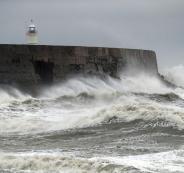 اعصار يتجه نحو بريطانيا