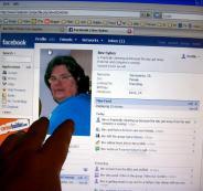 اختراق حسابات فيسبوك