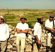 150 مستوطناً بحماية من جيش الاحتلال يقتحمون المزرعة الغربية غرب رام الله