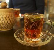 شرب الشاي والغداء