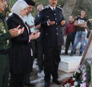 محافظ رام الله تضع أكاليل زهور على أضرحة الشهداء